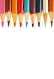 Αφηρημένο υπόβαθρο από τα μολύβια χρώματος στην άσπρη κινηματογράφηση σε πρώτο πλάνο υποβάθρου Στοκ φωτογραφία με δικαίωμα ελεύθερης χρήσης