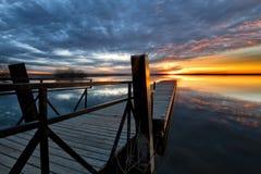 在渔码头的早晨日出 库存图片