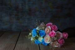 与花瓶,静物画的罗斯花束 免版税库存照片