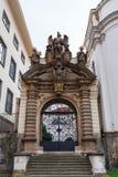 圣母玛丽亚的做法的教会门  库存照片