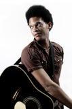 时髦非洲的吉他弹奏者 免版税库存图片