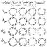 Комплект нарисованных рукой элементов флористического дизайна: углы, рамки, венки Стоковое Фото