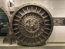 Πόρτα υπόγειων θαλάμων Στοκ φωτογραφίες με δικαίωμα ελεύθερης χρήσης