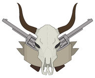 狂放的西部母牛头骨,手枪,丝带商标 颜色 免版税图库摄影