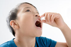 Мальчик и таблетка медицины Стоковые Фотографии RF