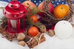 Κόκκινο κερί Χριστουγέννων με τα αστέρια Στοκ Εικόνες