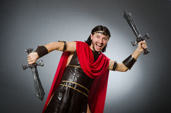 Ο ρωμαϊκός πολεμιστής με το ξίφος στο κλίμα Στοκ φωτογραφία με δικαίωμα ελεύθερης χρήσης