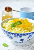 牛奶米粥用南瓜和蜂蜜 免版税库存照片