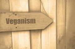 在木头的纯素食主义标志 库存照片