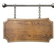 垂悬在链子的木标志被隔绝 免版税库存图片
