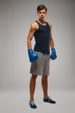 抵制 准备好年轻的拳击手战斗 库存照片