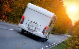 旅行与住房汽车 免版税库存图片