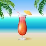 在一块高玻璃的水多的龙舌兰酒日出饮料鸡尾酒 免版税库存照片