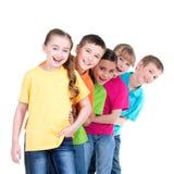 小组在彼此后的儿童立场 库存图片