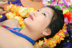 美丽的作的女性夏威夷 免版税库存图片