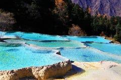 黄龙国家公园五颜六色的秋天风景  免版税库存照片