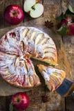 торт яблока покрыл ломтики студня Стоковое фото RF