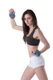 年轻运动妇女佩带的腕子重量 库存图片