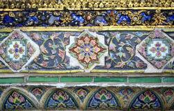 在寺庙墙壁上的陶瓷装饰 免版税库存照片