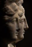 三朝向美丽的妇女罗马亚洲古老雕象  库存图片