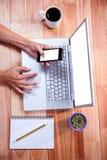 天花板使用膝上型计算机和智能手机的女性手 库存图片