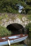 石桥梁在基拉尼国家公园,凯里郡 免版税库存图片