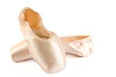 查出的芭蕾穿上鞋子白色 免版税库存照片