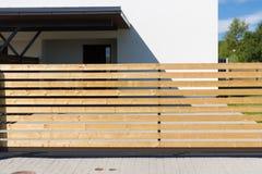 Закройте вверх загородки рельса на частном живущем доме Стоковые Фото