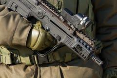 有枪的战士 免版税库存照片