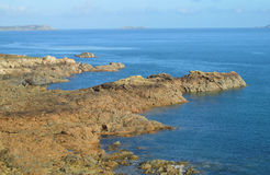 Θάλασσα και βράχοι στην ακτή Στοκ εικόνες με δικαίωμα ελεύθερης χρήσης