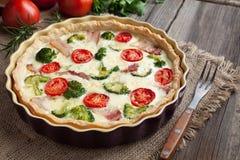 Παραδοσιακά σπιτικά γαλλικά τρόφιμα της Λωρραίνης πίτα Στοκ φωτογραφία με δικαίωμα ελεύθερης χρήσης