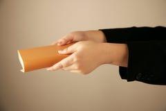 удерживание руки книги Стоковая Фотография RF
