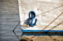 在小船的船锚 图库摄影