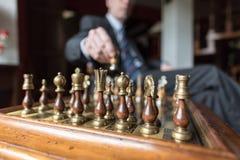 Бизнесмен играя шахмат Стоковое Изображение RF