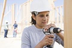 女性建造者钻井 免版税库存图片