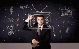 画电视和收音机的愉快的商人 免版税图库摄影