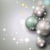 Αφηρημένο ασημένιο υπόβαθρο με τα μπιχλιμπίδια Χριστουγέννων Στοκ φωτογραφία με δικαίωμα ελεύθερης χρήσης