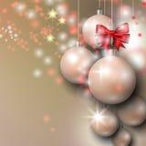 Υπόβαθρο με τα ασημένια μπιχλιμπίδια Χριστουγέννων Στοκ Φωτογραφία