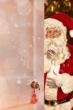Άγιος Βασίλης στην πόρτα Στοκ εικόνα με δικαίωμα ελεύθερης χρήσης