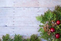 在木背景的圣诞节装饰品 免版税图库摄影