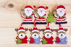 与鹿和圣诞老人克劳斯背景的圣诞节装饰 免版税库存图片
