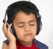 亚洲男孩耳机 免版税库存图片