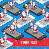 Άγιος Βασίλης με τα δώρα Χριστουγέννων στην έξυπνη τηλεφωνική θέση για το κείμενο Στοκ Εικόνες