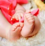 婴儿的小脚特写镜头 图库摄影