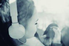 一个女孩的画象冷的口气的 图库摄影