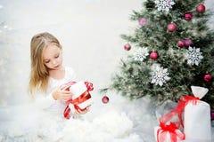 秀丽圣诞节女孩组成 免版税库存照片