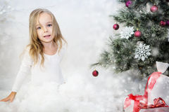 秀丽圣诞节女孩组成 免版税库存图片