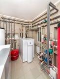 现代锅炉内部与一个锅炉的在一个深井泵浦 库存照片