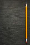 Желтый карандаш на древесине Стоковое Изображение
