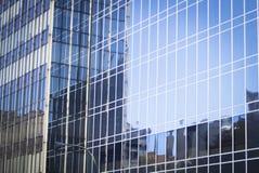 Παράθυρα φραγμών πύργων επιχειρησιακών γραφείων ουρανοξυστών Στοκ φωτογραφία με δικαίωμα ελεύθερης χρήσης